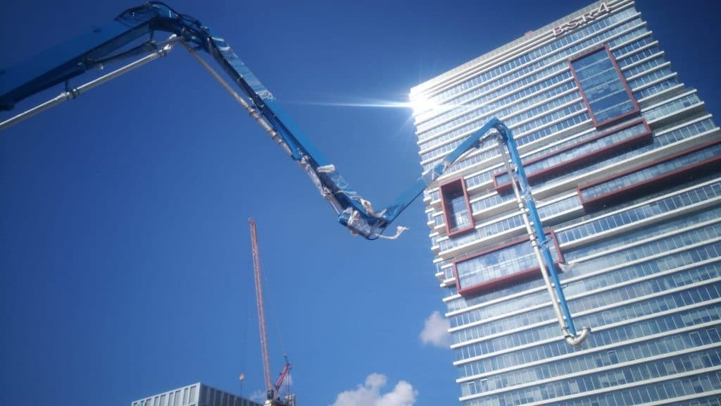 Installation of a delivery outlet on a high-rise tower in Ramat-Gan